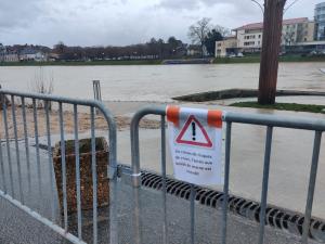 Accès interdit le long des berges de la Marne