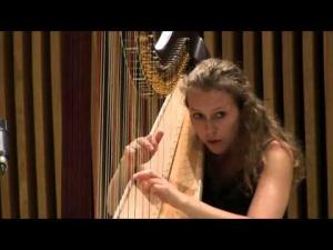 Coline Jaget à la harpe - cliquez ici