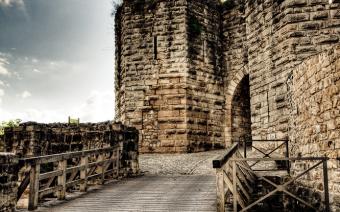 Portes du vieux château © Moretti