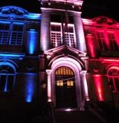 Hôtel de Ville illuminé au drapeau de la France